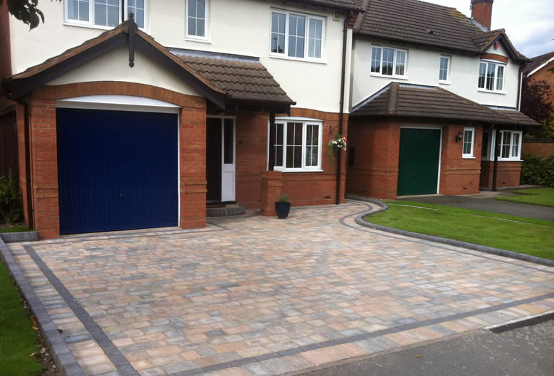 driveway by Hartley Landscapes