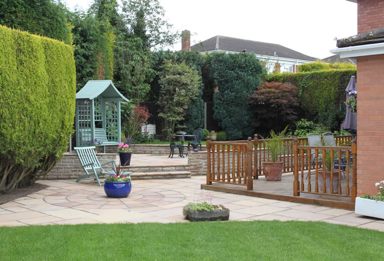 Patio by Hartley Landscapes
