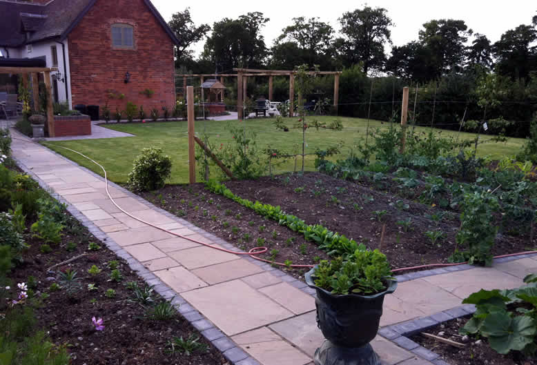 vegetable gardens by Hartley Landscapes